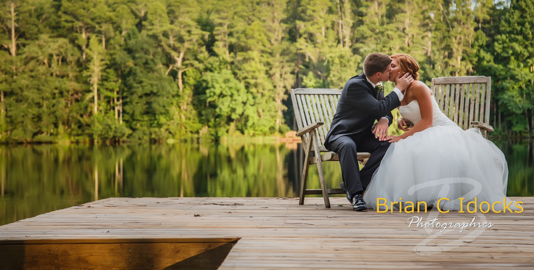 How much should i spend for wedding photography for How much to spend on wedding photographer
